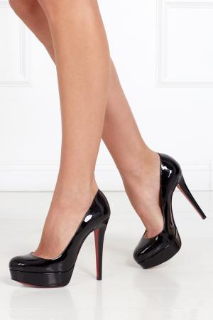 Туфли из лакированной кожи Bianca 140 Christian Louboutin. Цвет: черный