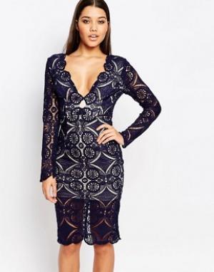 Love Triangle Кружевное платье миди с V-образным вырезом. Цвет: темно-синий