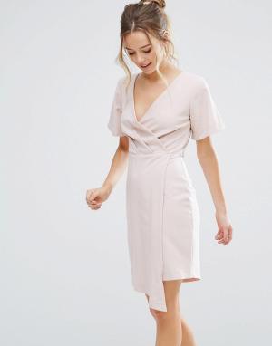 Closet London Платье с запахом и V-образным вырезом. Цвет: бежевый