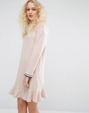 I Love Friday Платье с круглым вырезом и рюшем по низу. Цвет: розовый