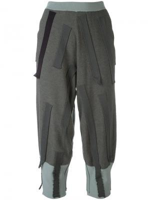 Укороченные брюки с нашивками Boboutic. Цвет: серый