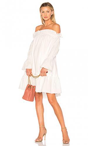 Жатое платье с открытыми плечами EDIT. Цвет: белый