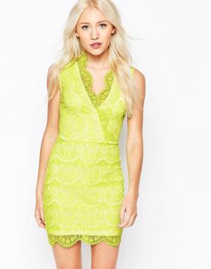 Lipstick Boutique Petite Кружевное платье с запахом. Цвет: желтый