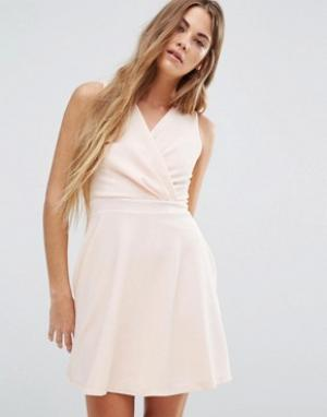 Wal G Короткое приталенное платье. Цвет: розовый