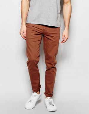 ASOS Зауженные джинсы красно-бурого цвета. Цвет: коричневый