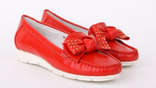Красные кожаные женские мокасины бренда RODOLFO VALERI