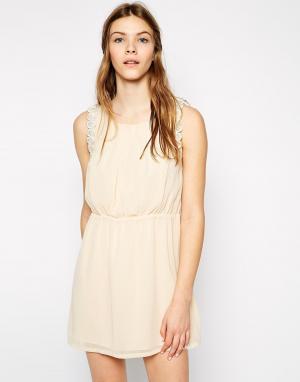 Colorblock Платье с кружевной фигурной отделкой Color Block. Цвет: бежевый