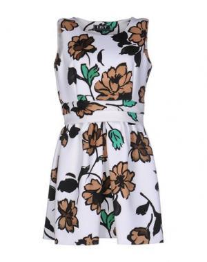 Короткое платье LIST. Цвет: белый