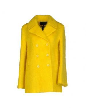 Пальто AMERICAN RETRO. Цвет: желтый
