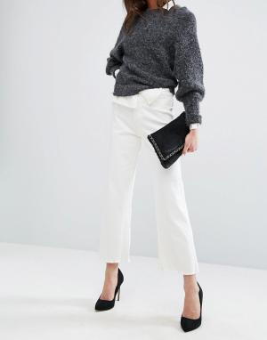 DL1961 Укороченные джинсы с широкими штанинами и необработанным краем. Цвет: белый
