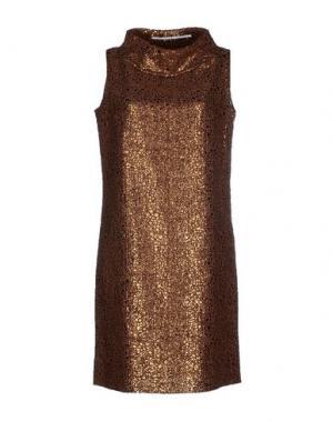 Короткое платье MAISON LAVINIATURRA. Цвет: коричневый
