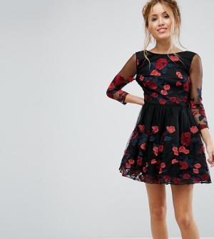 Chi London Petite Платье для выпускного с длинными рукавами и цветочной вышивкой. Цвет: черный