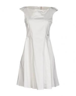 Короткое платье FLY GIRL. Цвет: белый