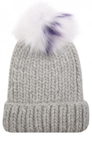 Шерстяная шапка крупной вязки с помпоном из меха песца Eugenia Kim. Цвет: светло-серый