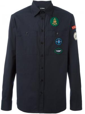 Рубашка с нашивками Raf Simons. Цвет: синий
