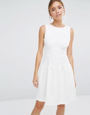 Closet London Фактурное платье с расклешенной юбкой. Цвет: белый