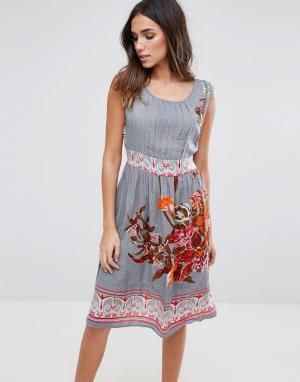 Anmol Платье миди с цветочным принтом. Цвет: серый