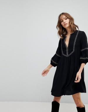 BA&SH Платье с присборенной юбкой и вышивкой. Цвет: черный