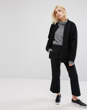 Weekday Укороченные расклешенные брюки. Цвет: черный