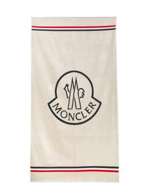 Пляжное полотенце Moncler. Цвет: белый