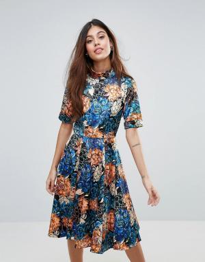 Closet London Короткое приталенное платье с цветочным принтом. Цвет: мульти