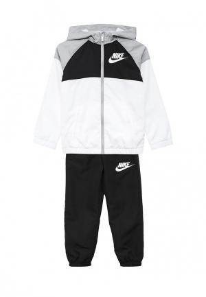 Костюм спортивный Nike. Цвет: черно-белый