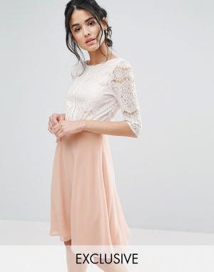 Elise Ryan Приталенное платье миди с кружевным лифом и глубоким вырезом на спине. Цвет: розовый