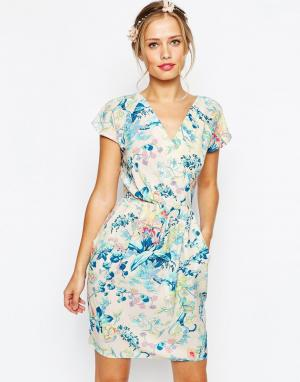 Closet London Платье-футляр с запахом и складками. Цвет: мульти