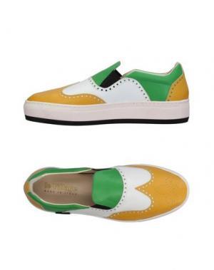 Низкие кеды и кроссовки LE VILLAGE. Цвет: желтый