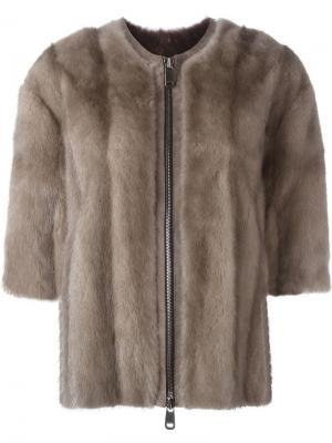 Меховая куртка с короткими рукавами Liska. Цвет: коричневый