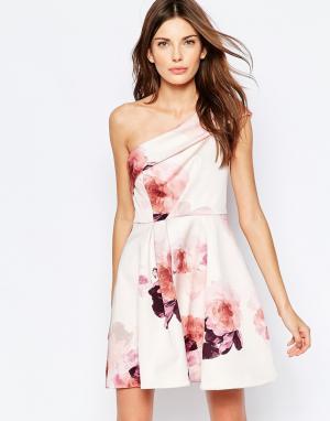 Keepsake Приталенное платье на одно плечо с цветочным принтом. Цвет: розовый