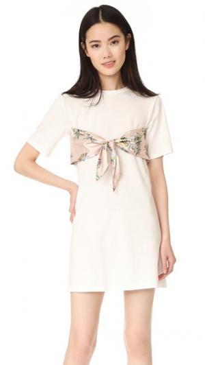 Короткое платье с завязками ENGLISH FACTORY. Цвет: английская маргаритка
