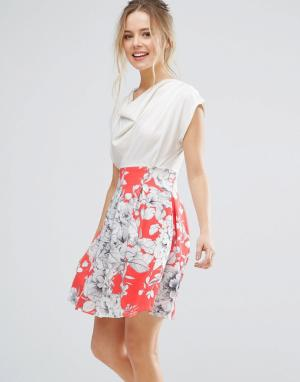 Closet London Короткое приталенное платье с драпированным топом и цветочным принтом. Цвет: розовый