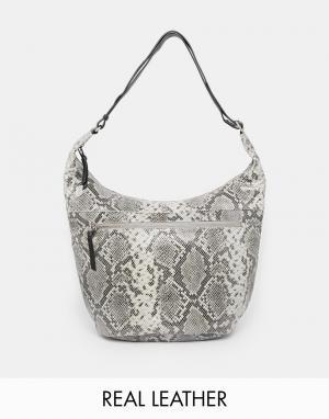 Becksondergaard Кожаная сумка-хобо с принтом под кожу питона. Цвет: серый питон