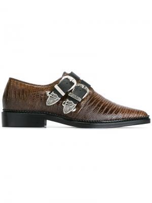 Туфли с пряжками и заостренным носком Toga Pulla. Цвет: коричневый
