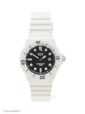 Часы Casio LRW-200H-1E. Цвет: белый, черный