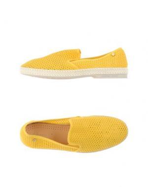Низкие кеды и кроссовки RIVIERAS. Цвет: желтый