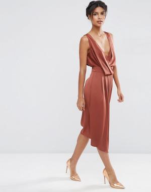 ASOS Платье миди с драпировкой спереди и перекрестными бретельками сзади AS. Цвет: коричневый