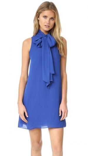 Расклешенное платье Cassidy с завязками на вырезе alice + olivia. Цвет: кобальт
