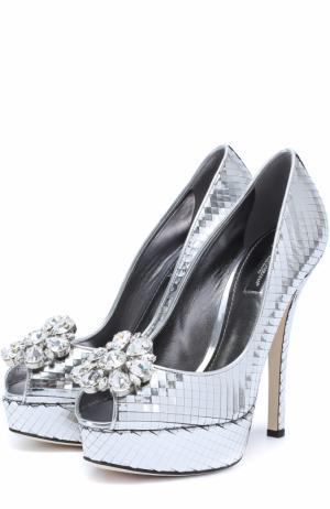 Туфли Bette из металлизированной кожи с брошью Dolce & Gabbana. Цвет: серебряный