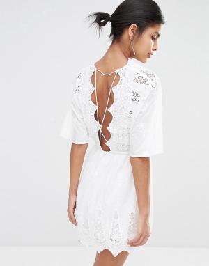 The Jetset Diaries Платье мини с открытой спиной Mariposa. Цвет: белый