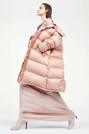 Однотонный пуховик Nina Ricci. Цвет: персиково-розовый