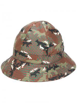 Шляпа с камуфляжным принтом Maison Kitsuné. Цвет: зелёный