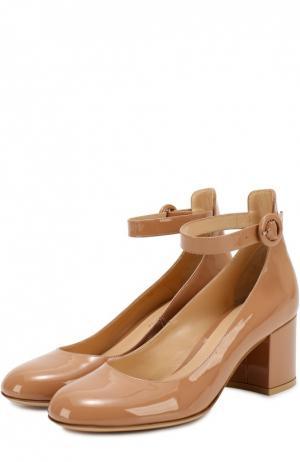 Лаковые туфли Greta с ремешком на щиколотке Gianvito Rossi. Цвет: темно-бежевый