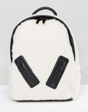 Skinnydip Рюкзак из искусственной овечьей шерсти с молнией. Цвет: кремовый