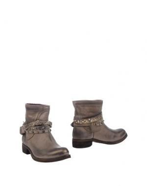 Полусапоги и высокие ботинки KEB. Цвет: серый