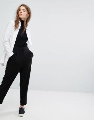 Weekday Зауженные брюки. Цвет: черный