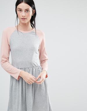 One Day Tall Трикотажное платье миди с контрастными рукавами реглан 3/4 Tal. Цвет: серый