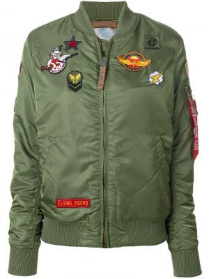 Куртка бомбер с нашивками Alpha Industries. Цвет: зелёный
