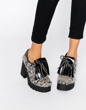 Eeight Серые туфли на каблуке Janis. Цвет: серый
